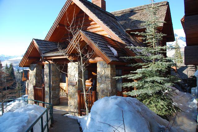 cabin-in-mountain-village.jpg